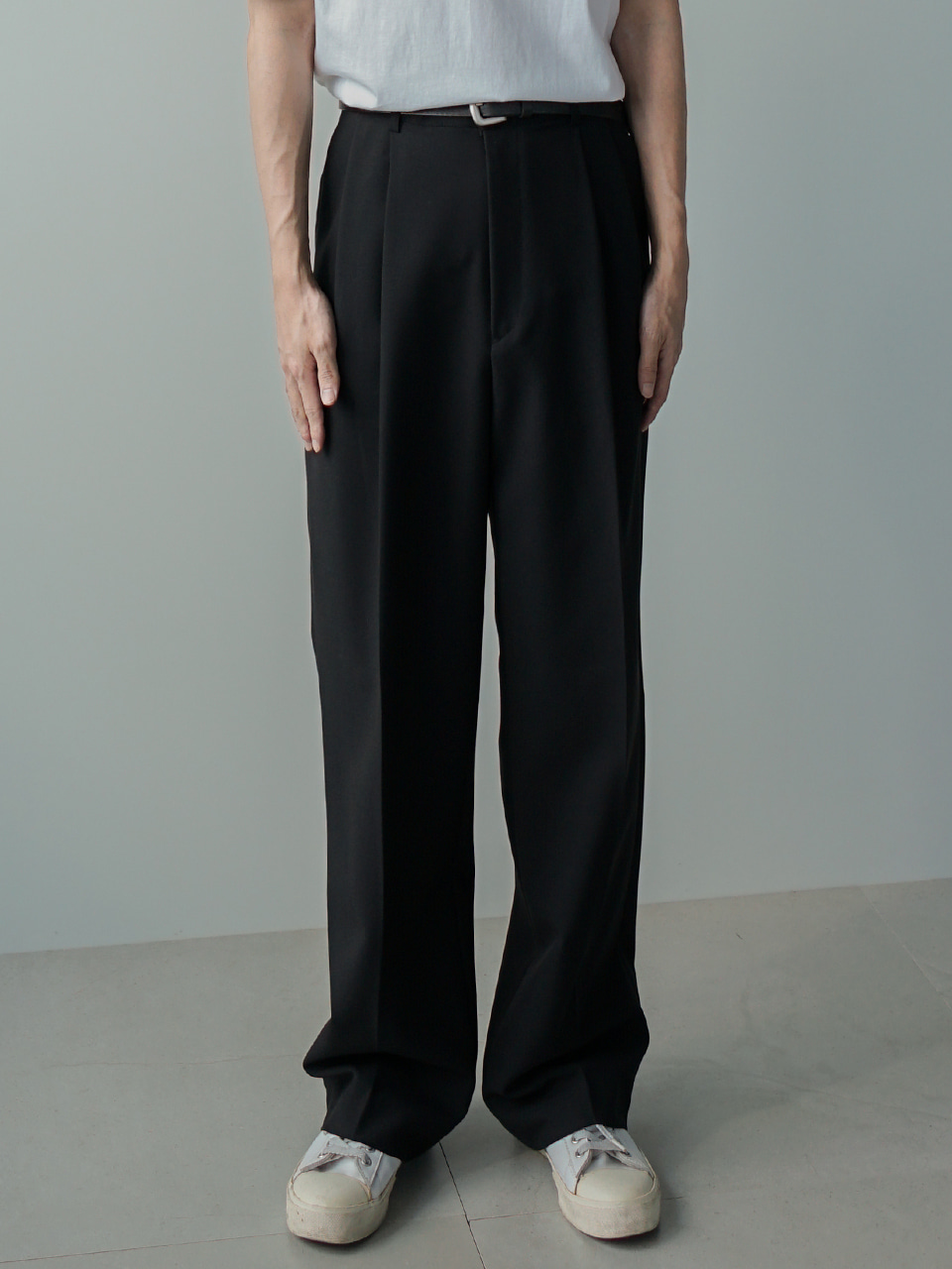 Low Two Tuck Wide Trousers (3color)