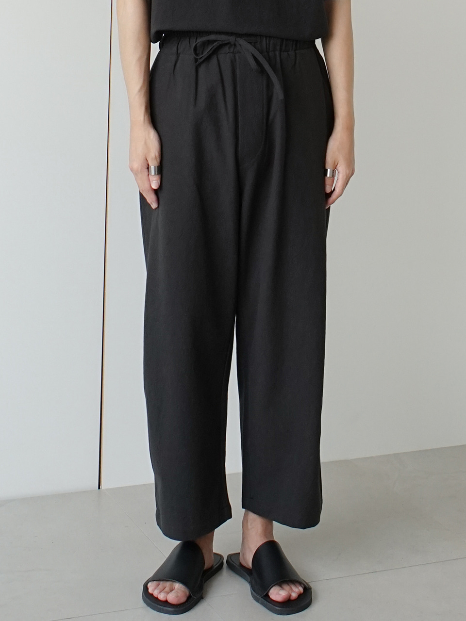 Deep Line Tuck Linen Trousers (3color)