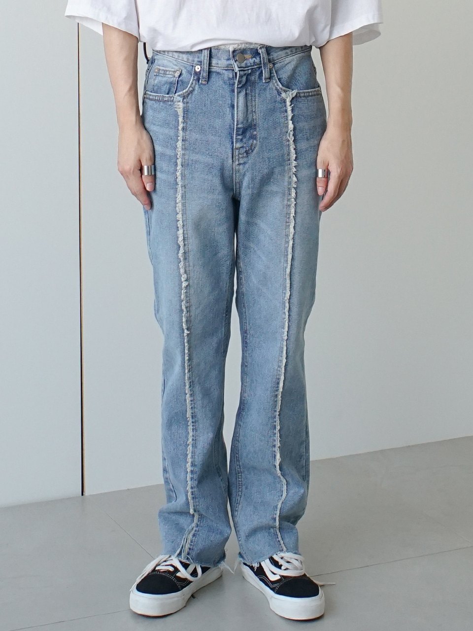 Cover Round Raw Cut Denim Pants