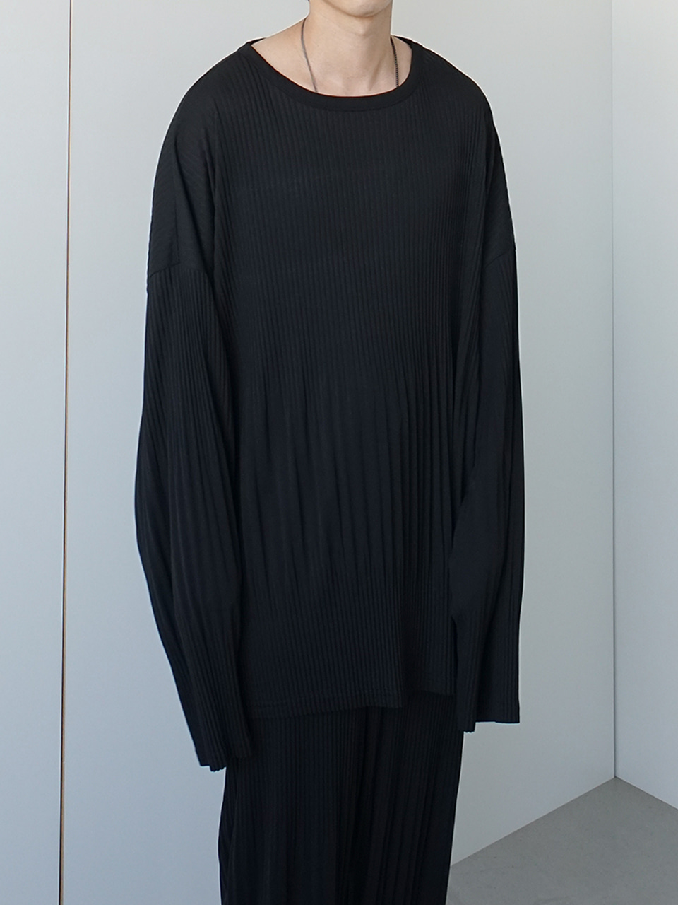 GRD Relaxed Pleats Tee Black