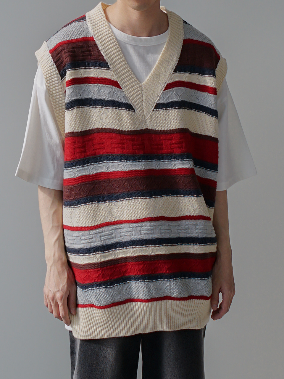 Mild Pattern Knitted Vest (2color)