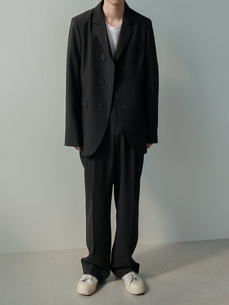 Low Unbalanced Suit Black