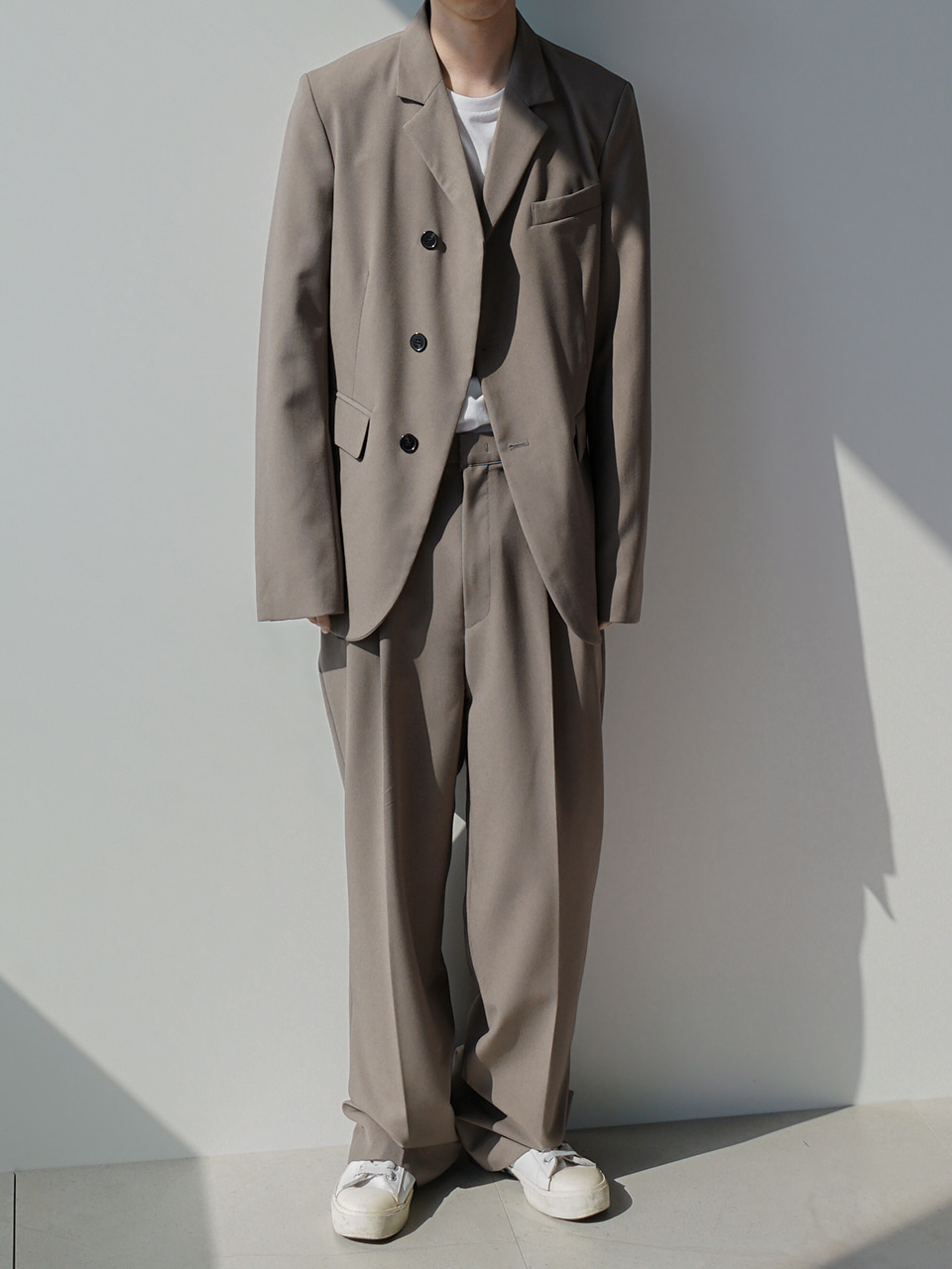 Low Unbalanced Suit Beige