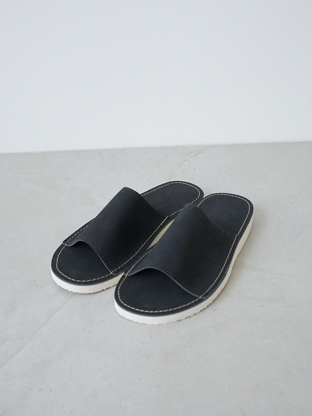 Papi Suede Slipper Black