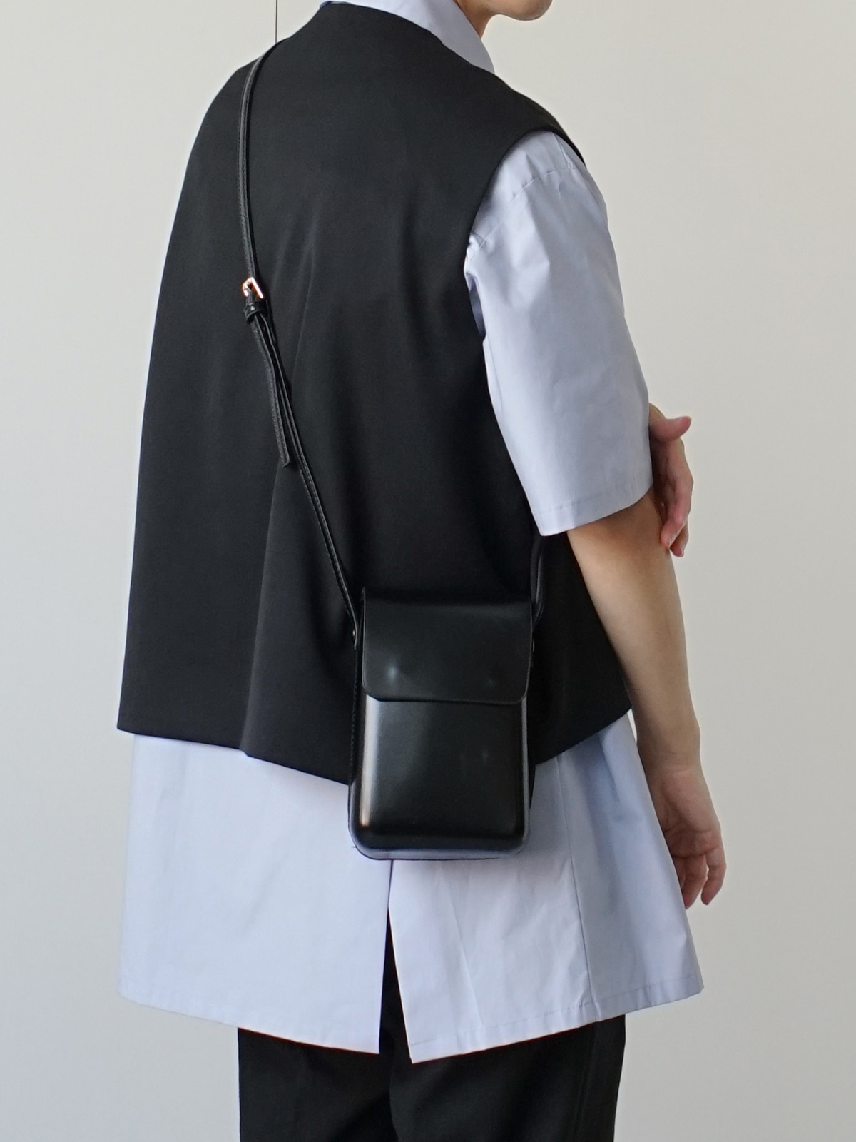 Cloudy Magnetic Cross Bag Black