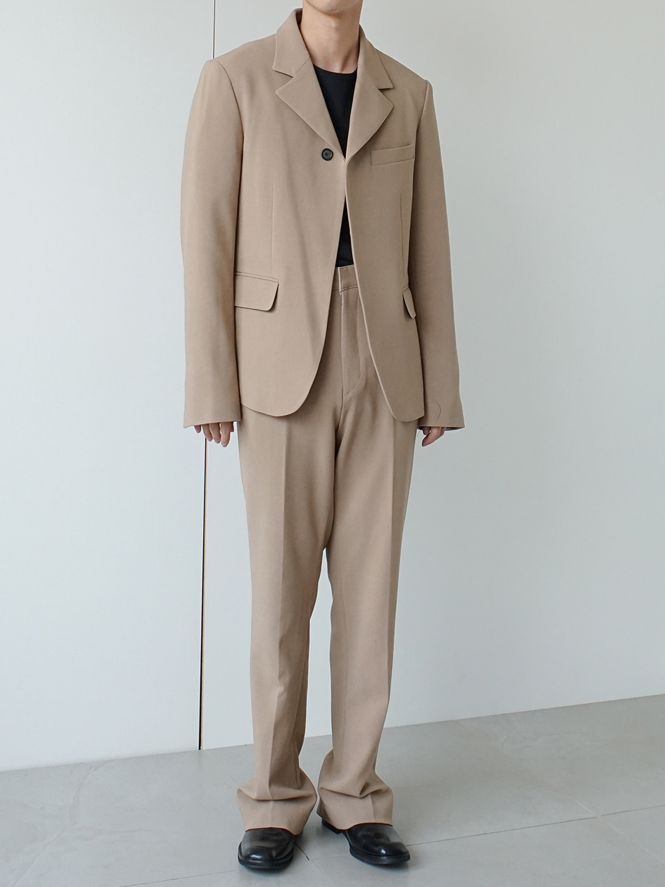 Post Suit Beige