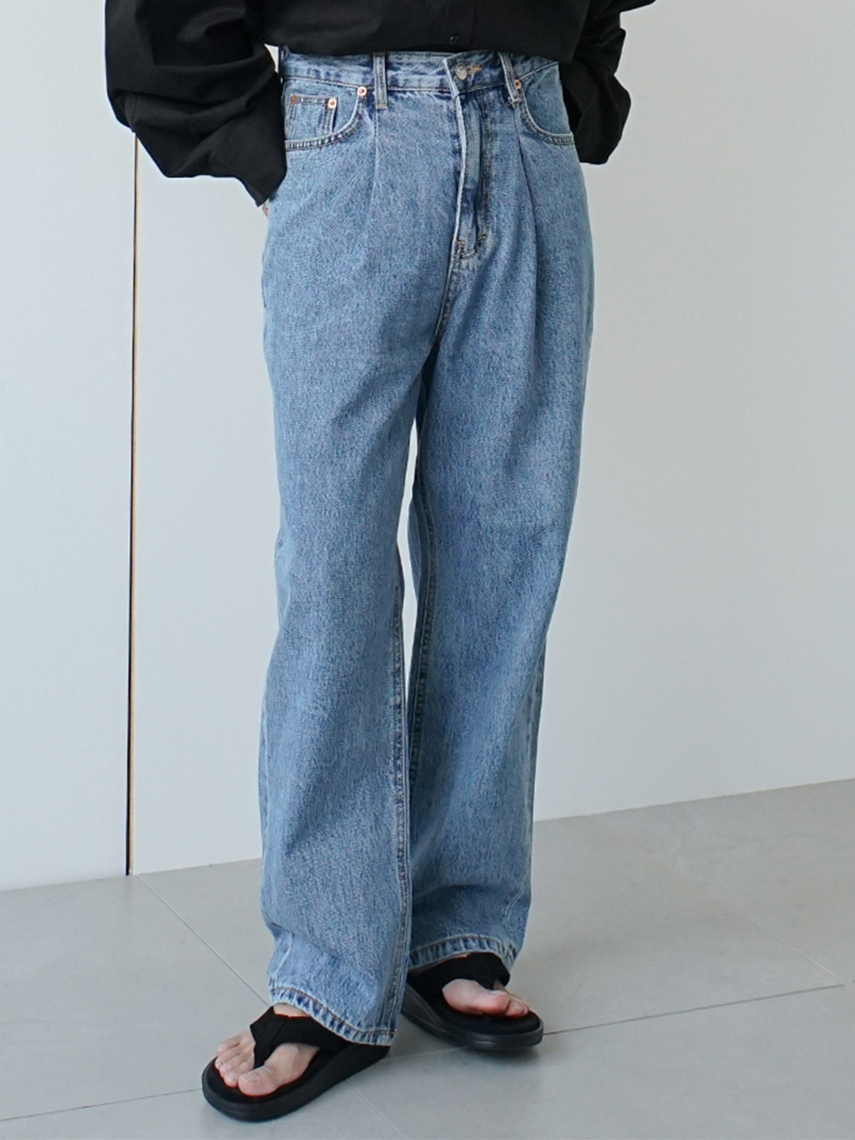 Restle Pintuck Cropped Denim Pants